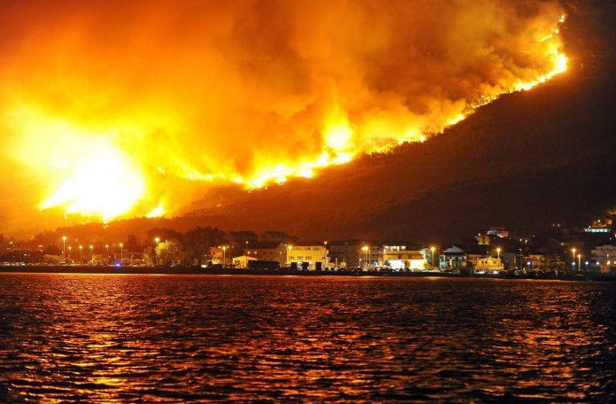 Συναγερμός στη Γαλλία: Απομακρύνονται 10.000 άνθρωποι λόγω των πυρκαγιών (photos & vid)