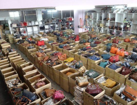 Κατασχέθηκαν 33.000 είδη παρεμπορίου στην Κατερίνη-Σύλληψη 10 ατόμων 78206ce697e